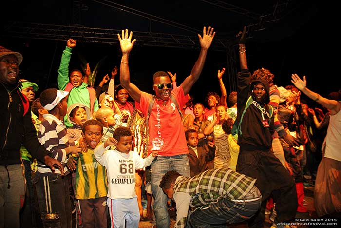 _final-night-on-stage-african-circus-arts-festival-2015-geo-kalev